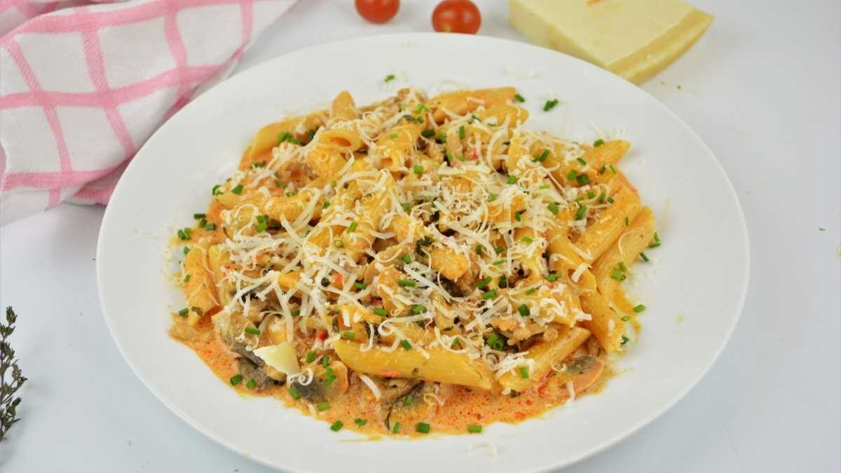 Pasta with Pork Mince, Mushrooms and Double Cream