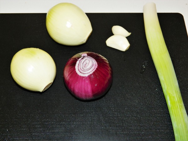Best Vegetable Stew Recipe-Cleaned and peeled onion, garlic and leek.