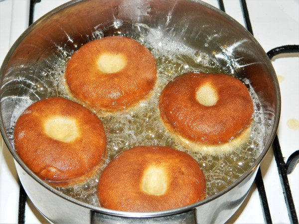 Perfect Yeast Doughnuts-Frying Doughnuts on the Other Side