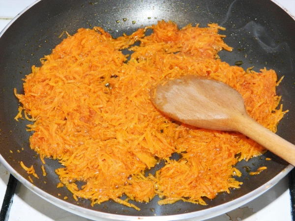 Frying grated carrot