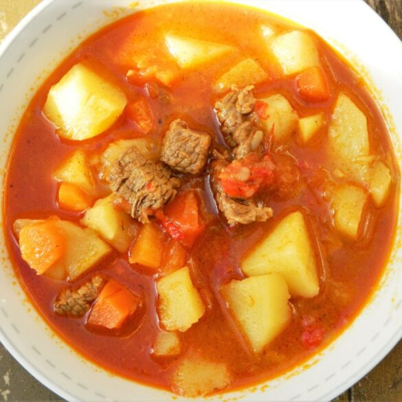 Traditional Hungarian Goulash Recipe-With Beef and Potatoes