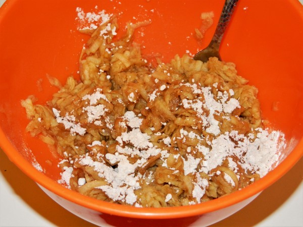 Best Easy Apple Cake Recipe-Squeezed Grated Apple with Cinnamon and Vanilla Sugar