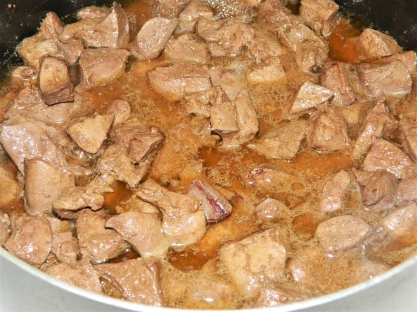 Sauteed Chicken Livers With Onion - Simmered Chicken Livers