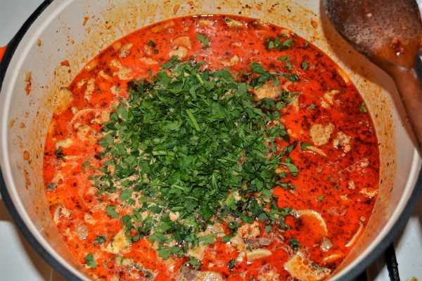 Pasta With Pork Mince-Add Chopped Parsley to the Dish in the Pot