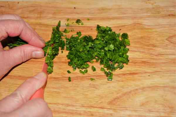 Best Homemade Guacamole Recipe-Chopped Chives